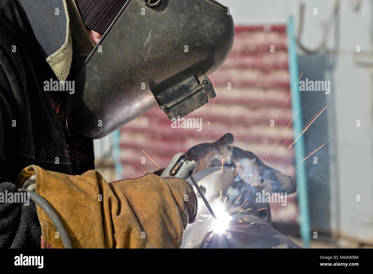 Lavori di saldatura per la produzione di unità e parti di condutture Foto Stock