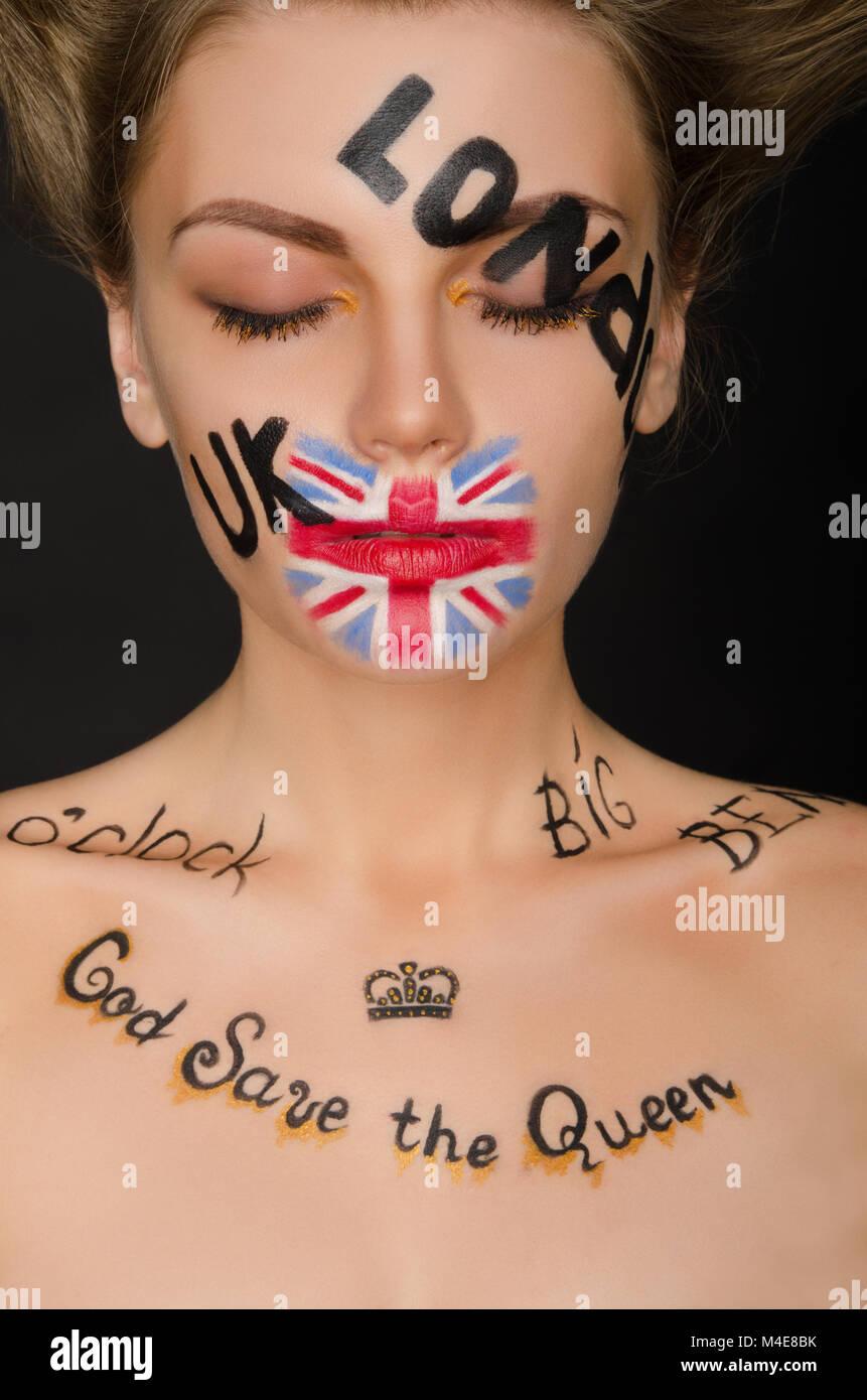 Giovane donna con simboli in inglese sul suo viso Immagini Stock