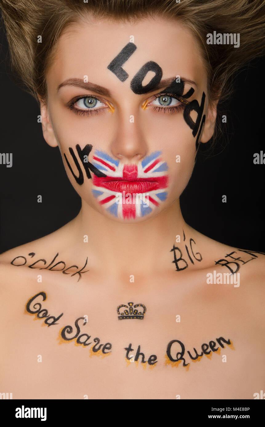 Bella donna con simboli in inglese sul suo viso Immagini Stock