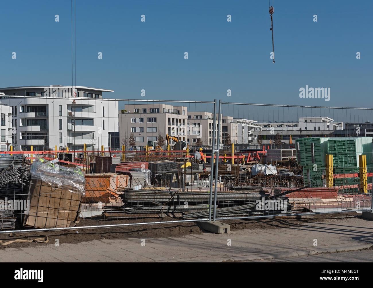 Sito in costruzione di diversi edifici residenziali nel nuovo distretto di Riedberg Immagini Stock
