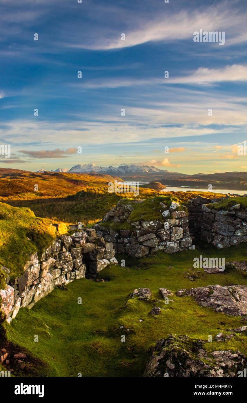 Dun Beag Broch & Il Cuillin, Isola di Skye Immagini Stock