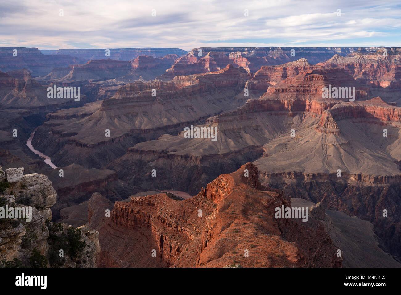 Parco Nazionale del Grand Canyon sopra il fiume Colorado come visto dal bordo sud. Famosa in tutto il mondo la destinazione Immagini Stock