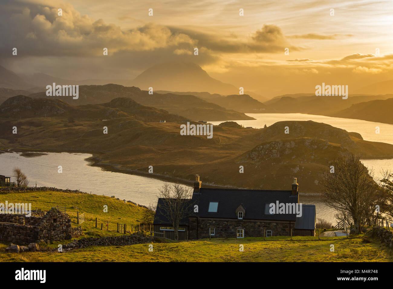 Il picco di Arkle sopra Loch Inchard, da Badcall, vicino Kinlochbervie, Sutherland, Scotland, Regno Unito Foto Stock