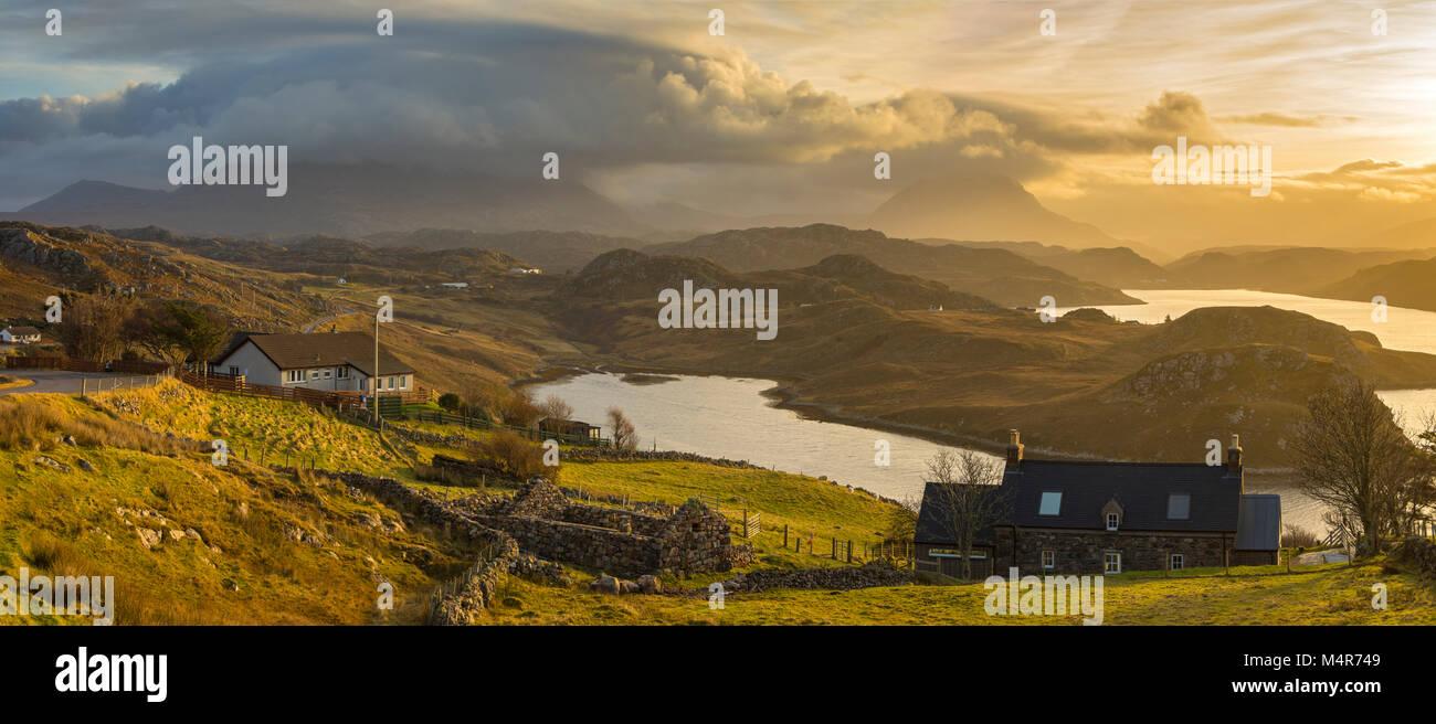 I picchi di Foinaven e Arkle sopra Loch Inchard, da Badcall, vicino Kinlochbervie, Sutherland, Scotland, Regno Unito Foto Stock
