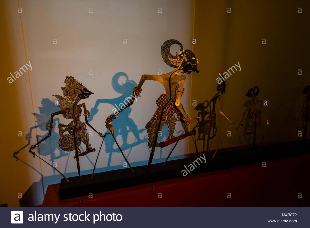 Shadow puppets, la mostra edificio dedicato al sud-est asiatico, cultura Vietnam Museo di Etnologia, Hanoi, Vietnam Immagini Stock