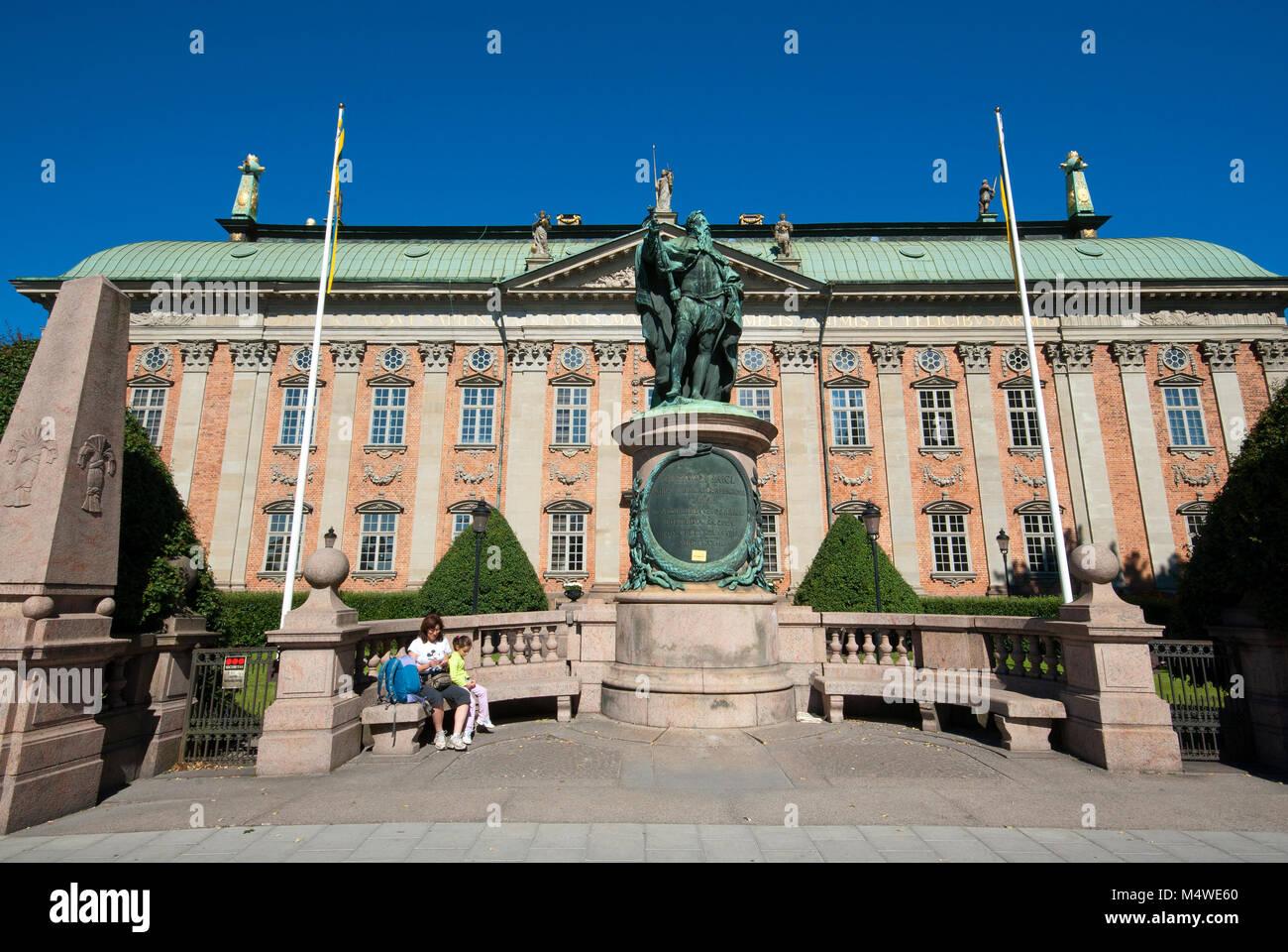 Statua di bronzo di Gustavo Erici e Riddarhuset (Casa della Nobiltà), Stoccolma, Svezia Immagini Stock