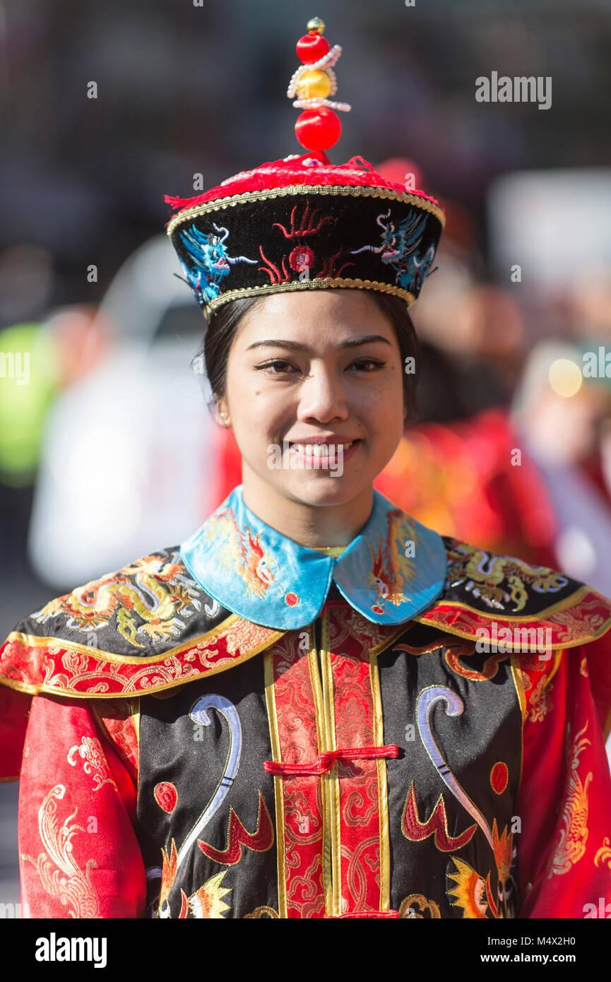 Vancouver, Canada. Il 18 febbraio 2018. Cinese tradizionale costume. Nuovo anno lunare cinese Parade Chinatown. Immagini Stock