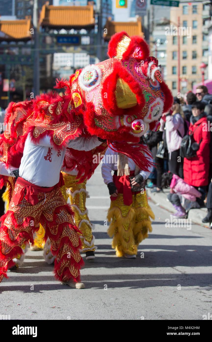 Vancouver, Canada. Il 18 febbraio 2018. La danza del leone. Nuovo anno lunare cinese Parade Chinatown. Credito: Immagini Stock