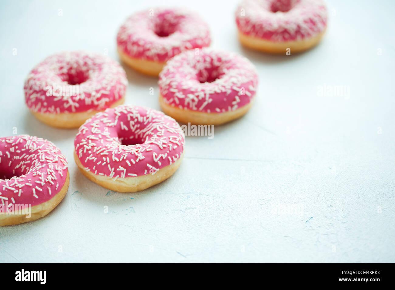 Ciambella. Dolce zucchero a velo cibo. Dessert snack colorati.trattare da deliziosi dolci di prima colazione. Torta Immagini Stock