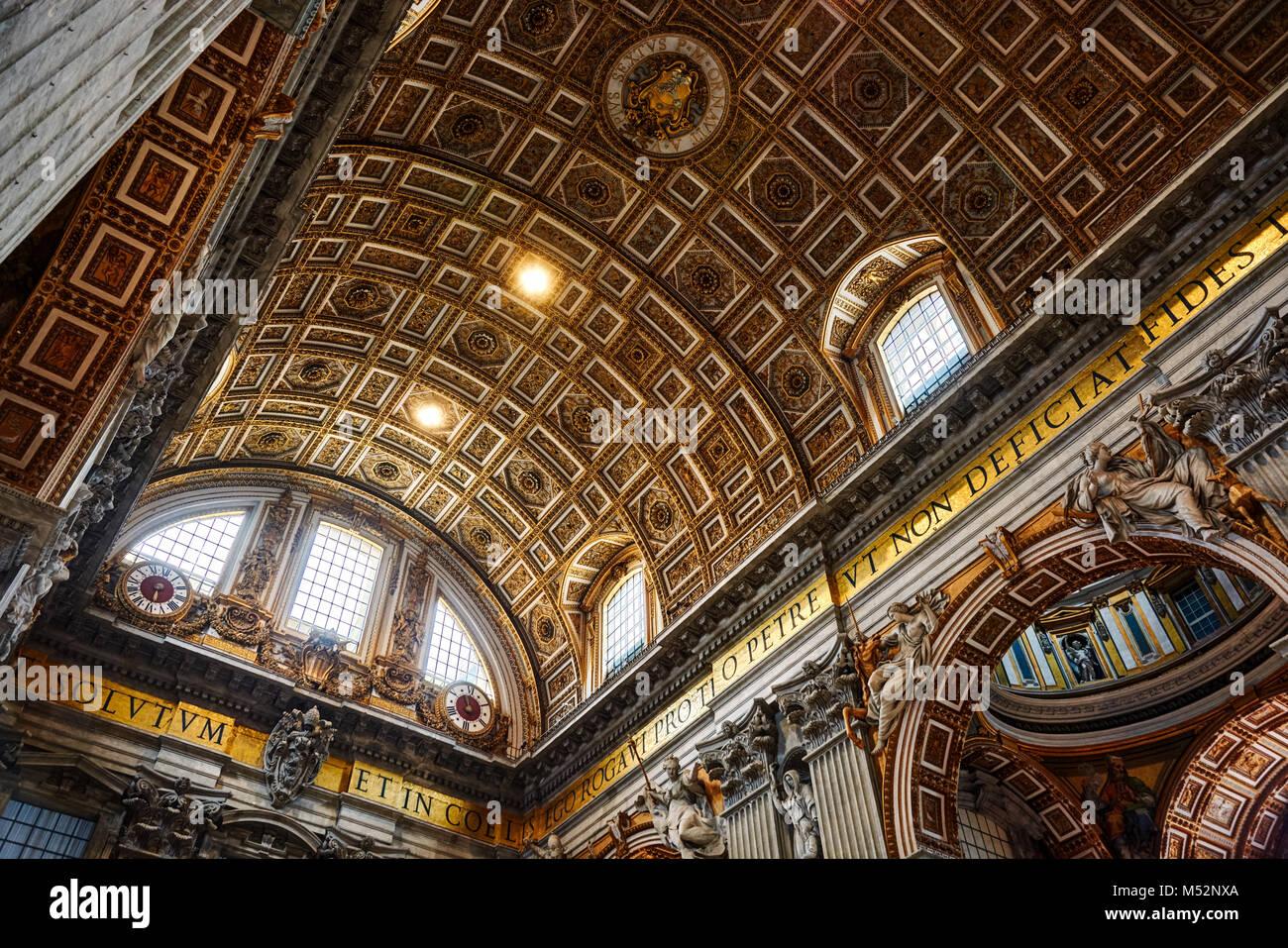 Città del Vaticano - Vaticano - 17 Maggio 2017: vista interna della Basilica di San Pietro in Vaticano. Immagini Stock