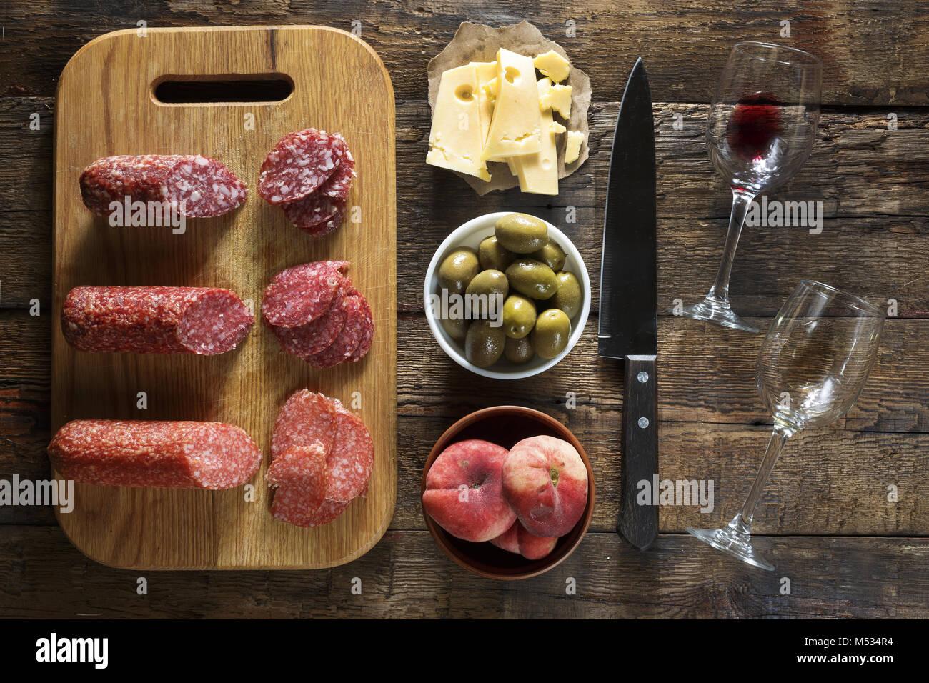 Vino e snack. Tavola italiana. Cucina francese. Tradizioni europee. Immagini Stock