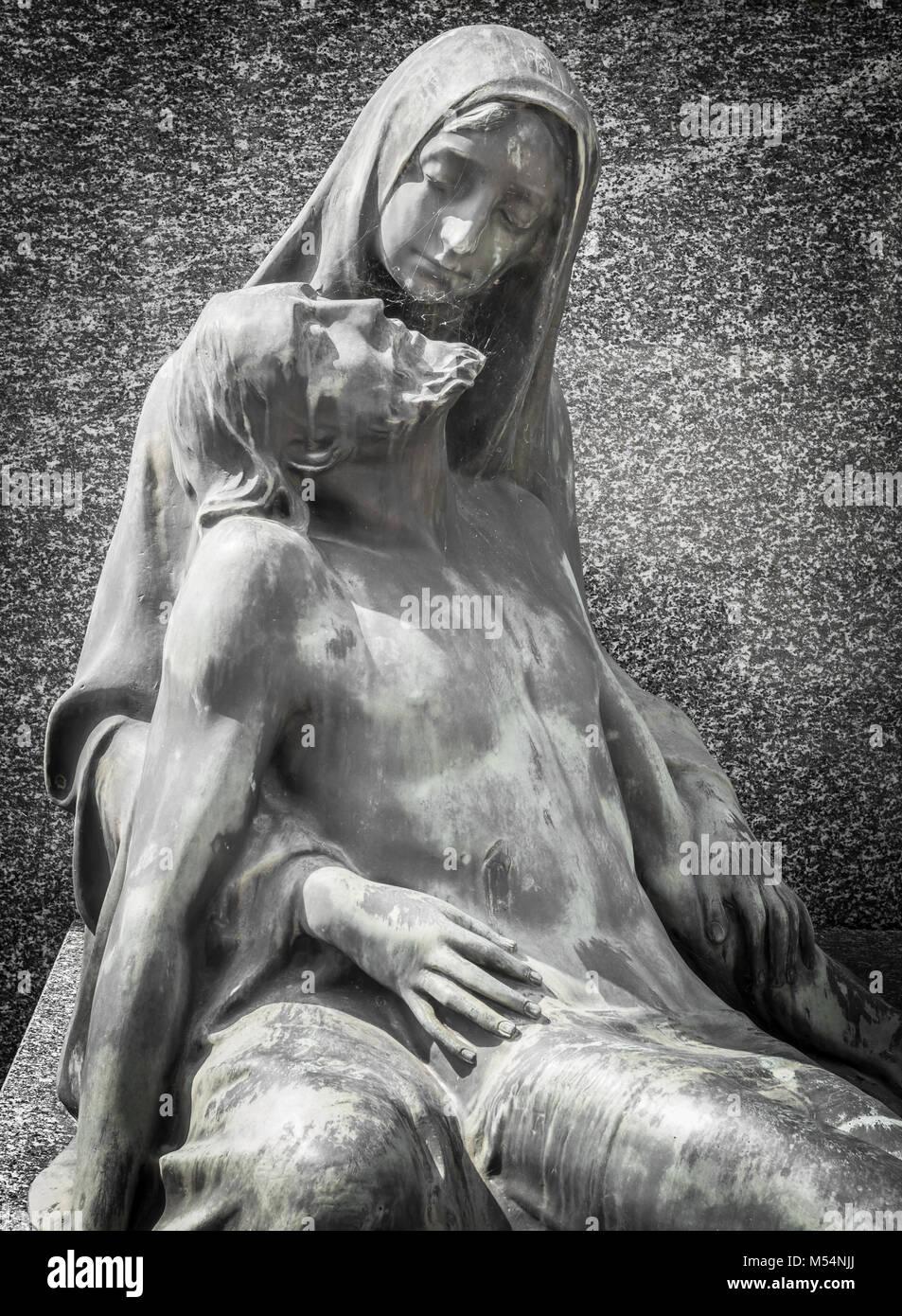 Statua di marmo raffigurante la Pietà di Cristo Immagini Stock