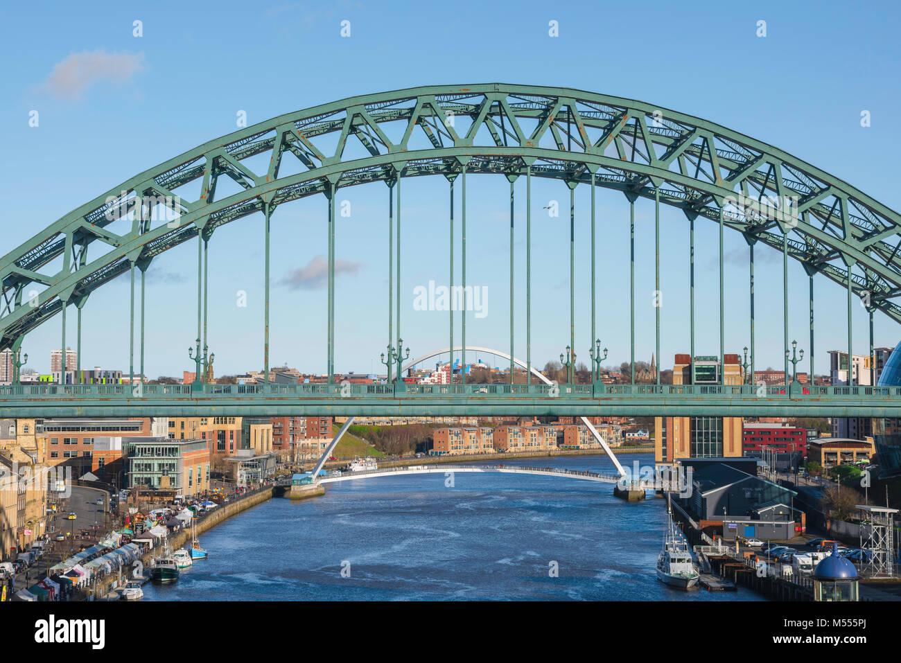 Newcastle upon Tyne, la vista della sezione centrale del landmark Tyne ponte che attraversa il fiume Tyne in Newcastle, Immagini Stock