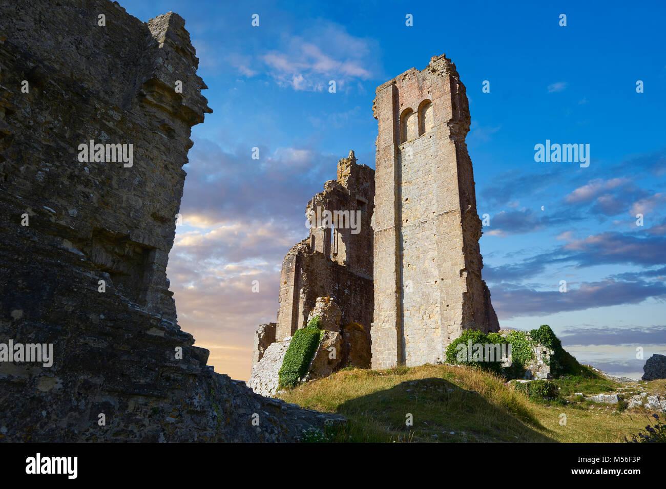 Medieval Corfe Castle mantenere close up sunrise, costruito nel 1086 da Guglielmo il Conquistatore, Dorset Inghilterra Immagini Stock