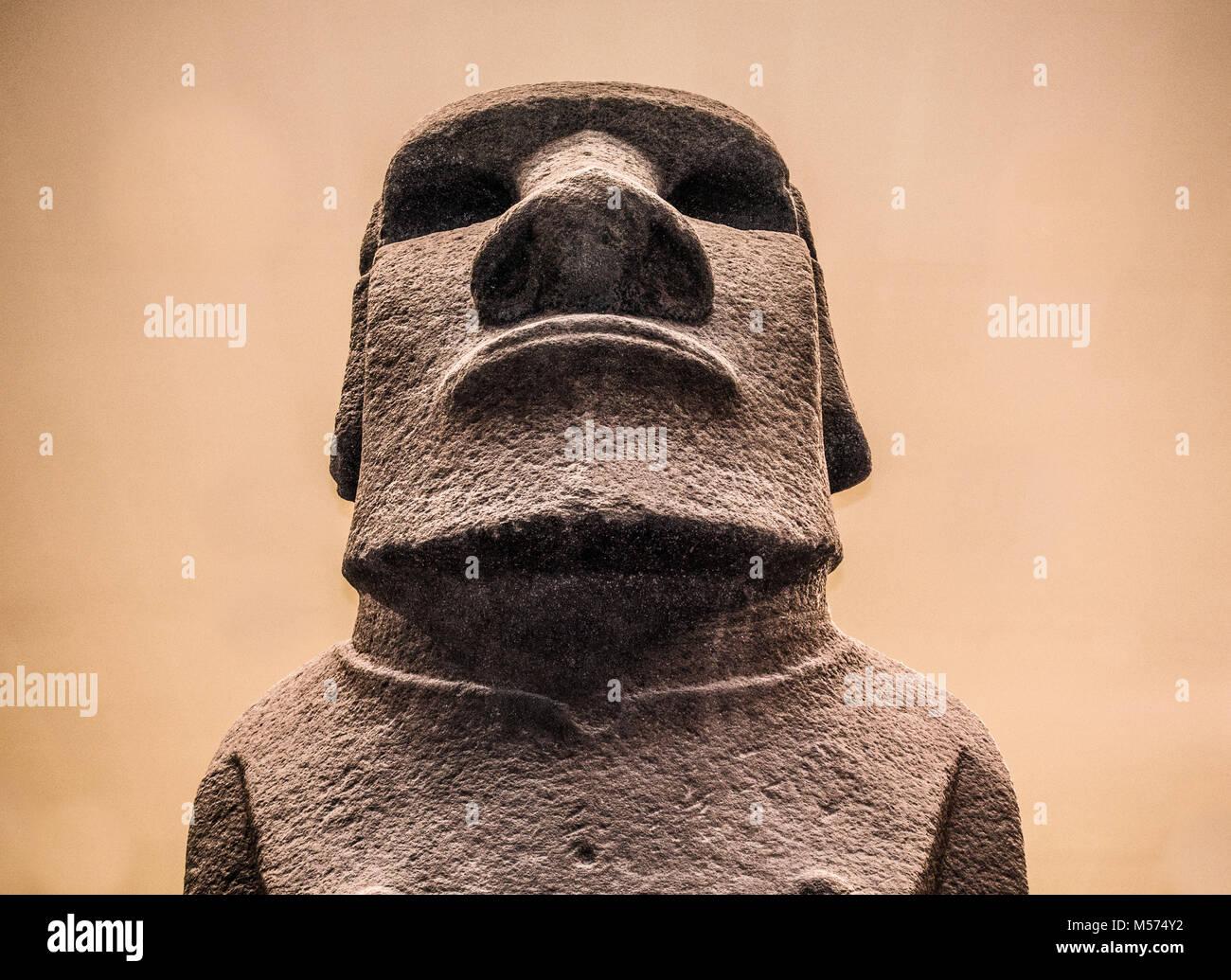 Hoa Hakananai'a - nome di basalto-fatto uomo statua / scultura (moai). Rimosso dall'Isola di Pasqua nel Immagini Stock