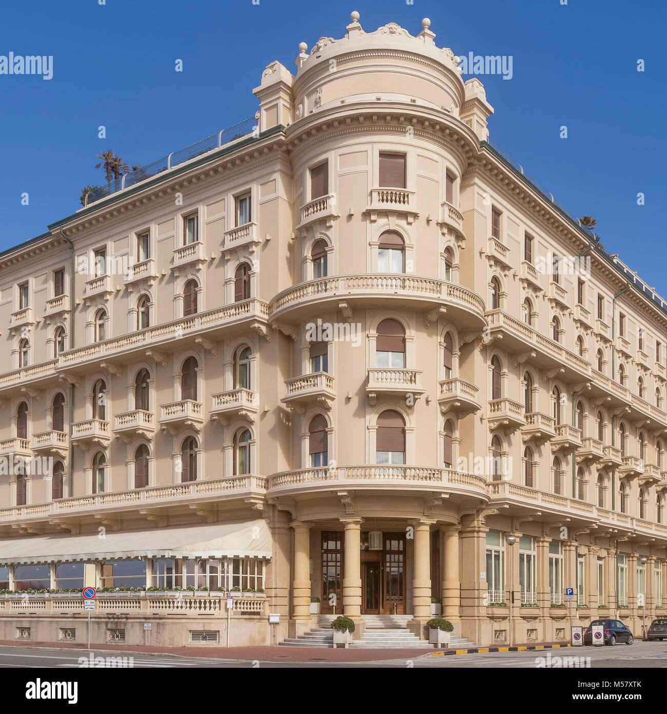 Edificio in stile liberty in Viareggio e Lucca, Toscana, Italia Immagini Stock