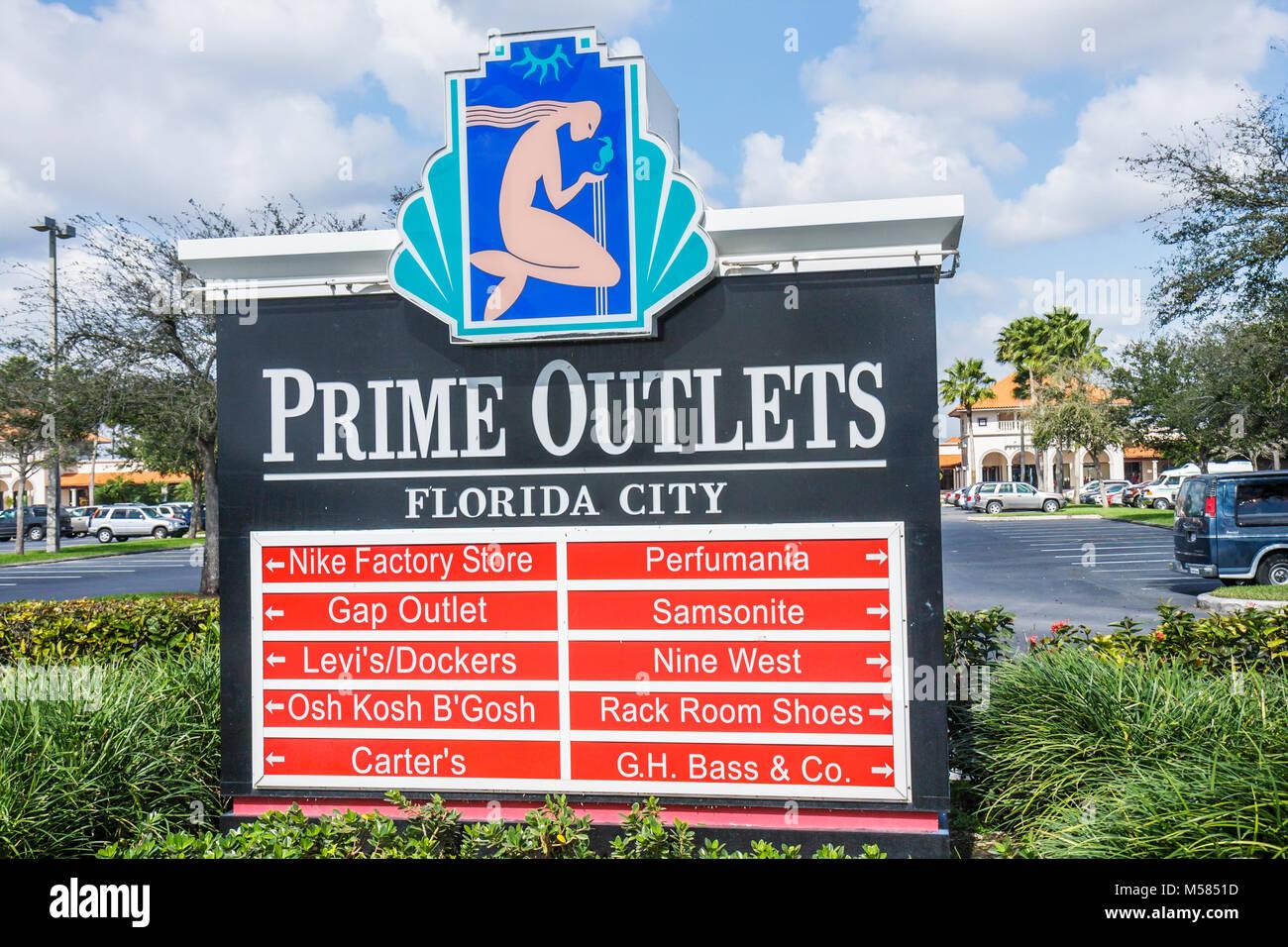 Florida City Prime Outlets shopping center mall discount retail marca segno Gap Nike Immagini Stock