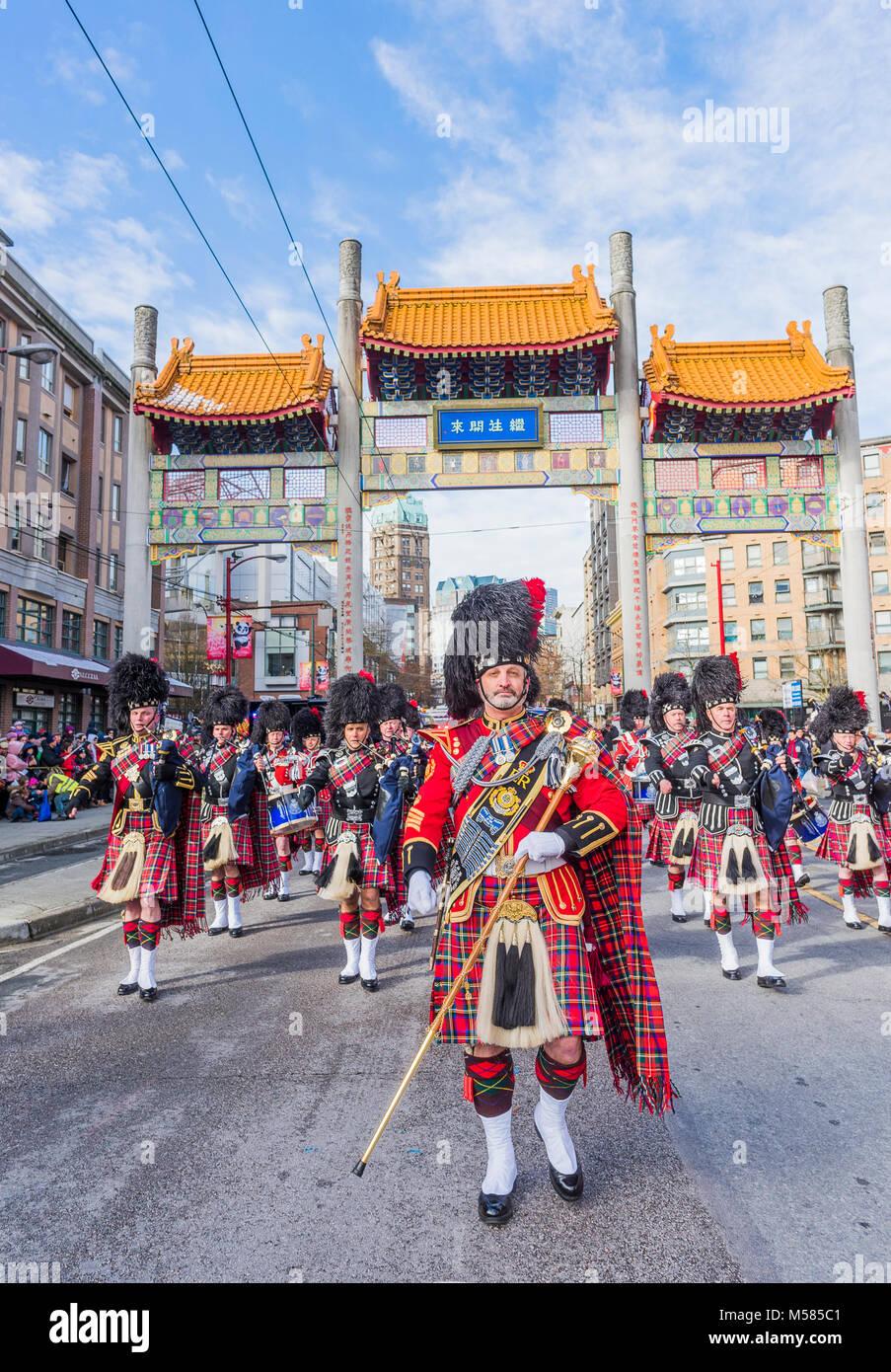 La polizia di Vancouver Pipe Band, nuovo anno lunare cinese Parade, Chinatown, Vancouver, British Columbia, Canada. Immagini Stock