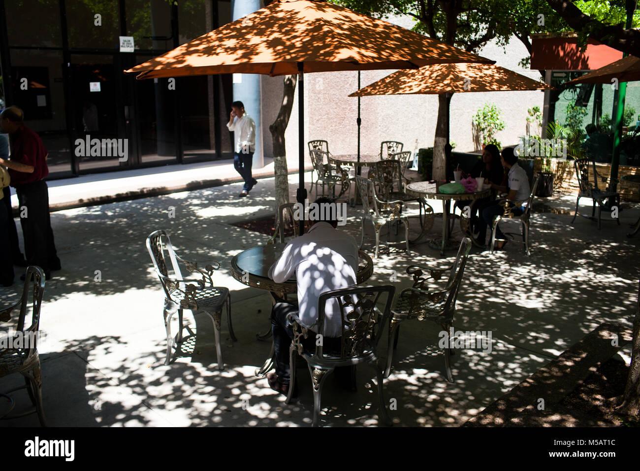 Un patio al di fuori del Sinaloa Congresso di Stato in Culiac‡n, Sinaloa, Messico giovedì, 16 luglio 2015. Immagini Stock