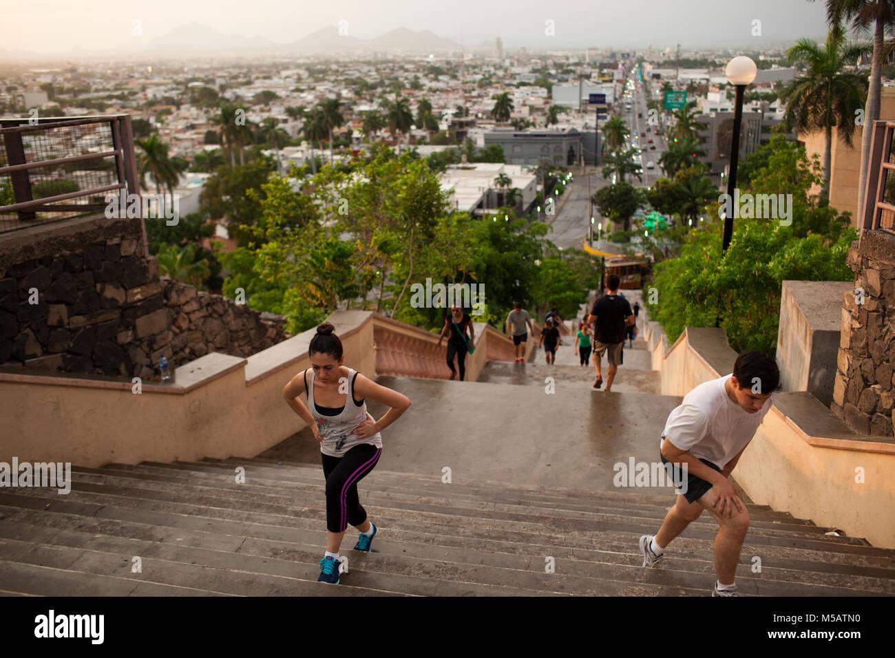 Le persone esercitano in Culiac‡n, Sinaloa, Messico giovedì, 16 luglio 2015. Sinaloa è stato messicano Immagini Stock