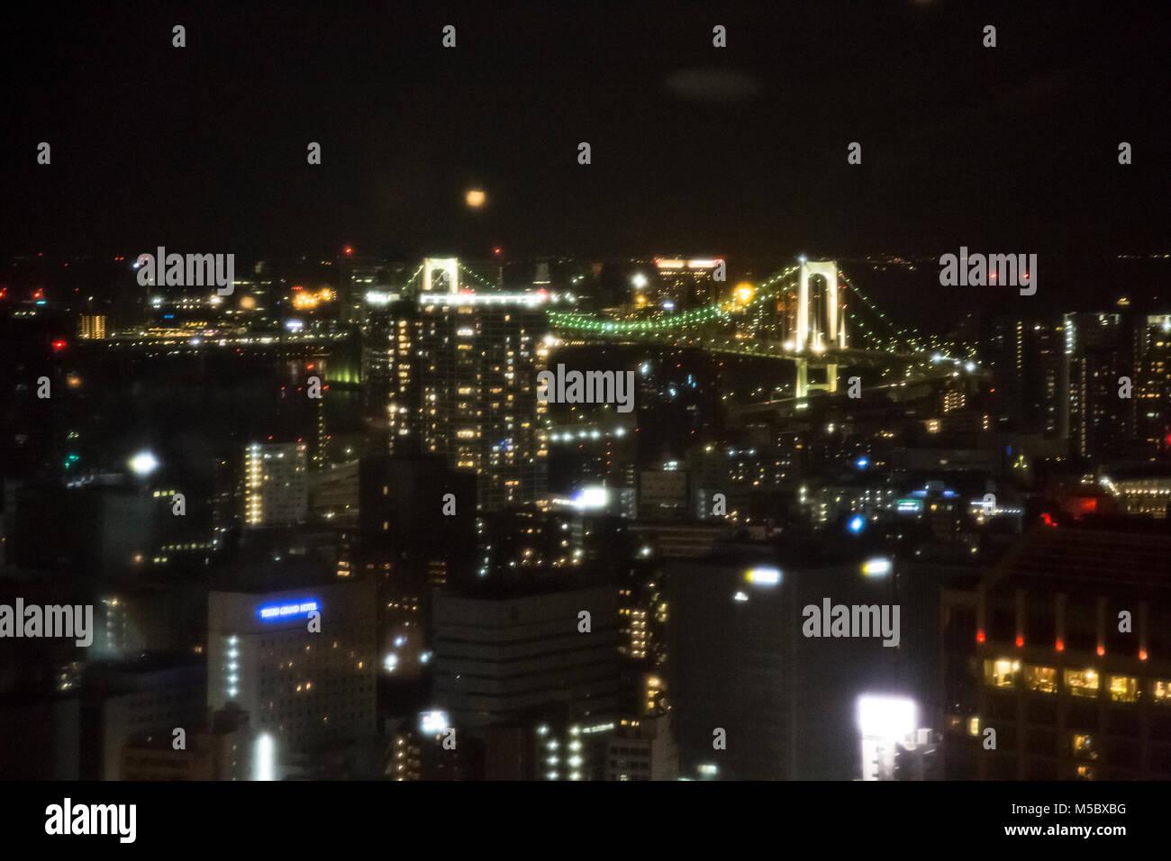 Vedute del paesaggio urbano di Tokyo e lo skyline di notte, dalla cima della Torre di Tokyo, a Tokyo. Immagini Stock