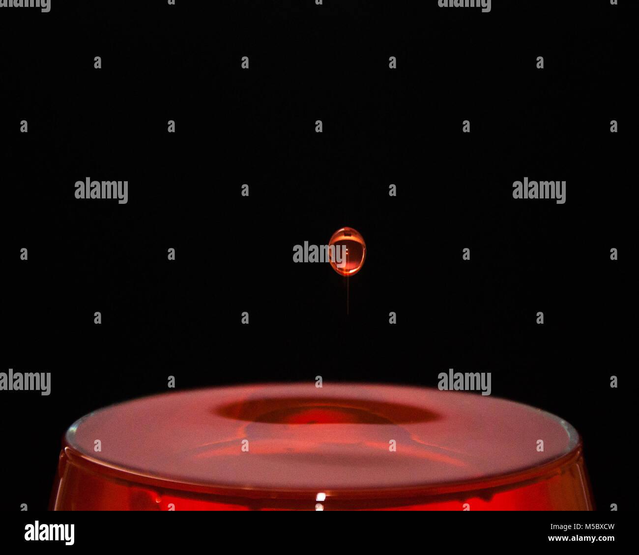 Rosso Vino Goccia Splash Sfondo Nero Foto Immagine Stock