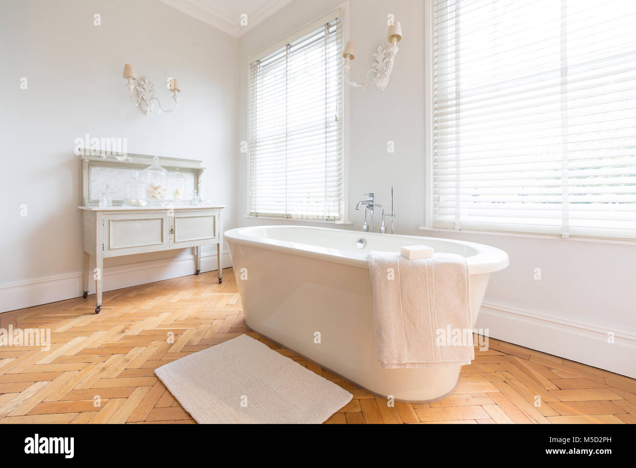 Pavimenti da bagno trendy bagno blu mosaico di giacomo pavimenti with pavimenti da bagno cool - Bagno con parquet ...