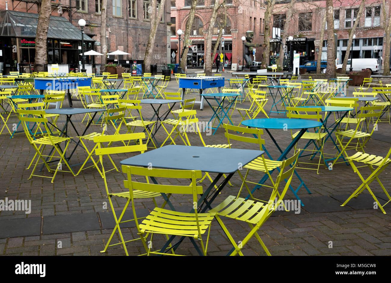 WASHINGTON - Tavoli, sedie e tavoli da ping pong e biliardino giochi stabiliti per un posto divertente per trascorrere Immagini Stock
