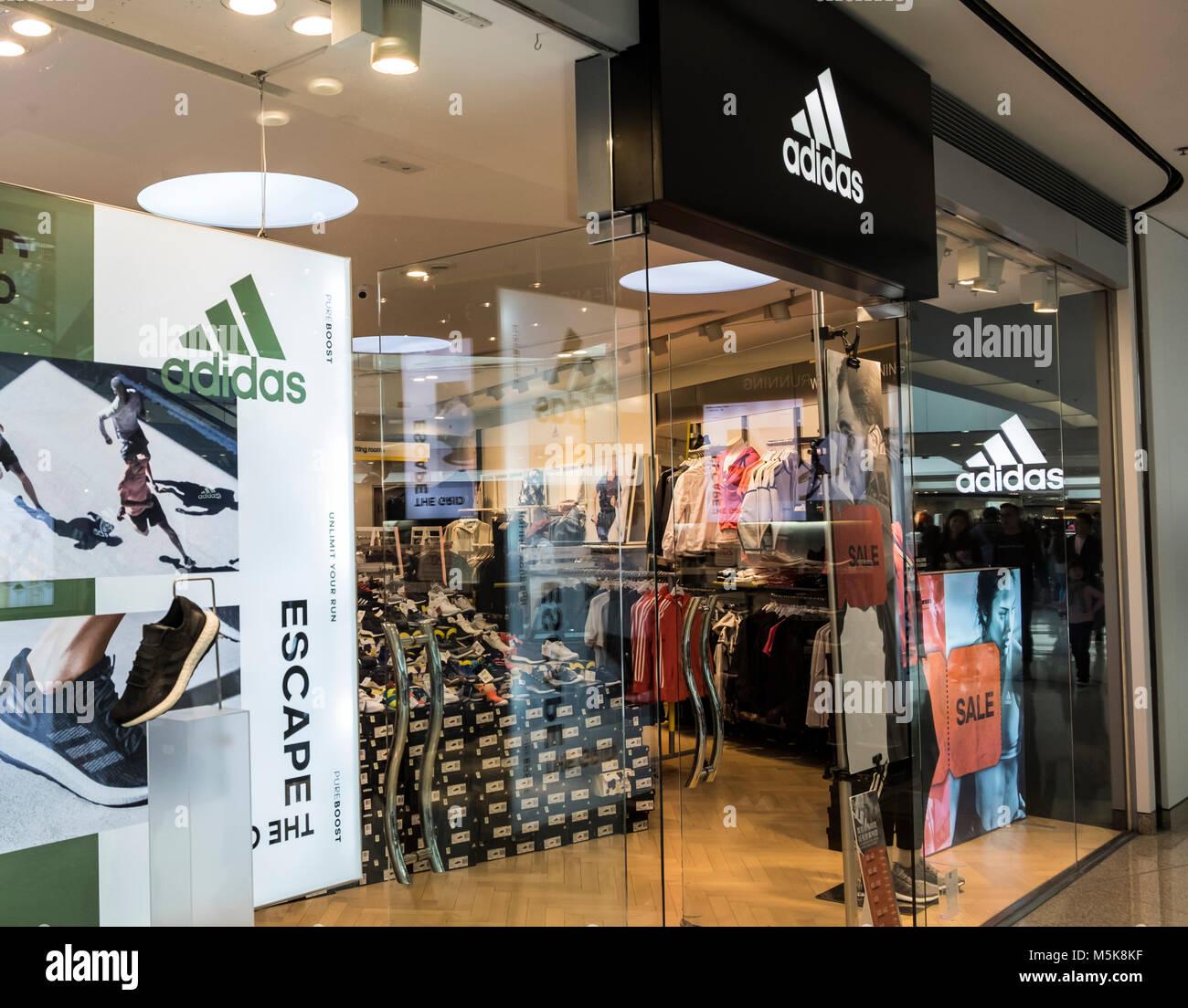 all'avanguardia dei tempi meglio il più votato a buon mercato Adidas Outlet Store Immagini & Adidas Outlet Store Fotos Stock - Alamy