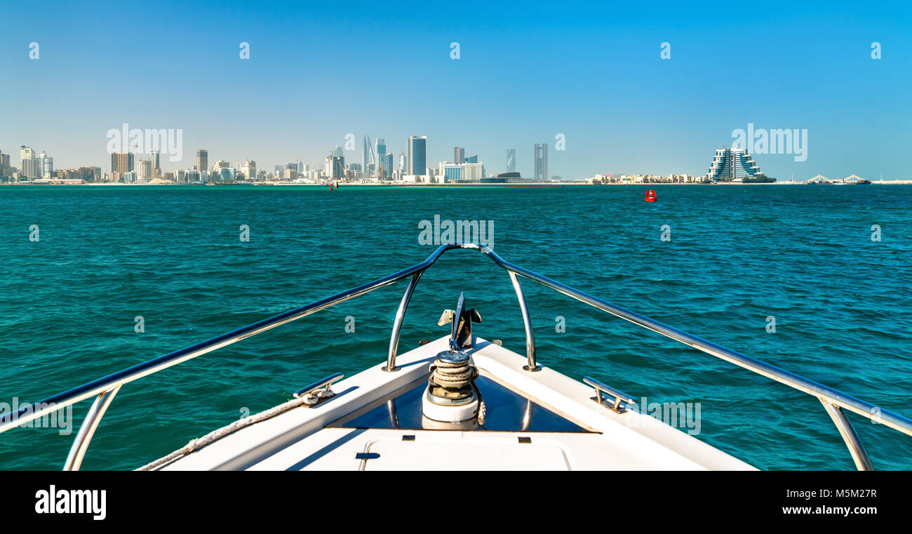 Skyline di Manama dal Golfo Persico. Il Regno del Bahrein Immagini Stock