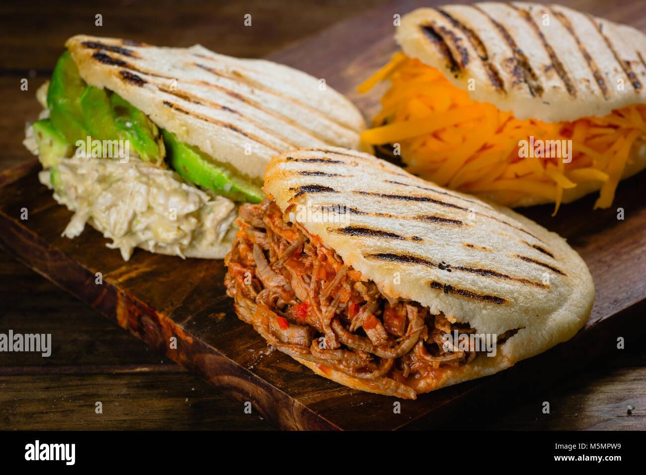 Diversi tipi di arepas il tipico cibo venezuelano foto immagine stock 175633957 alamy - Diversi tipi di pane ...