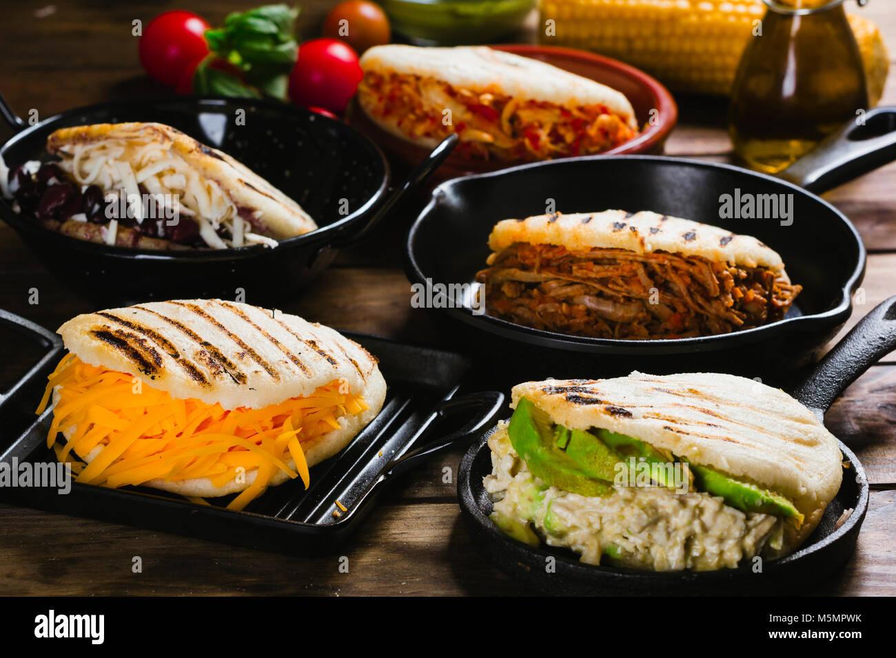 Diversi tipi di arepas il tipico cibo venezuelano foto immagine stock 175633967 alamy - Diversi tipi di pane ...
