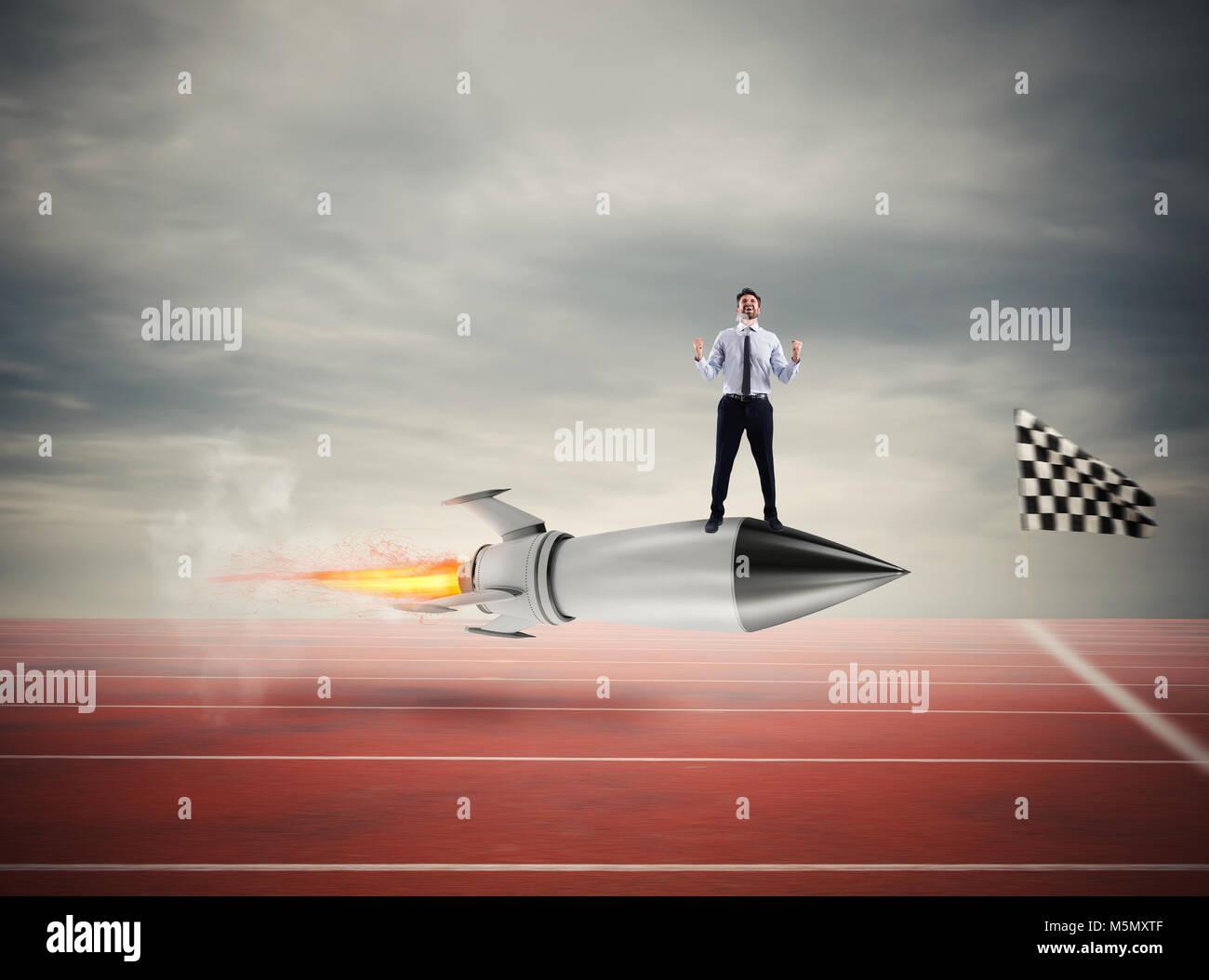 Imprenditore vincitore su un razzo veloce. Concetto di business la concorrenza Immagini Stock