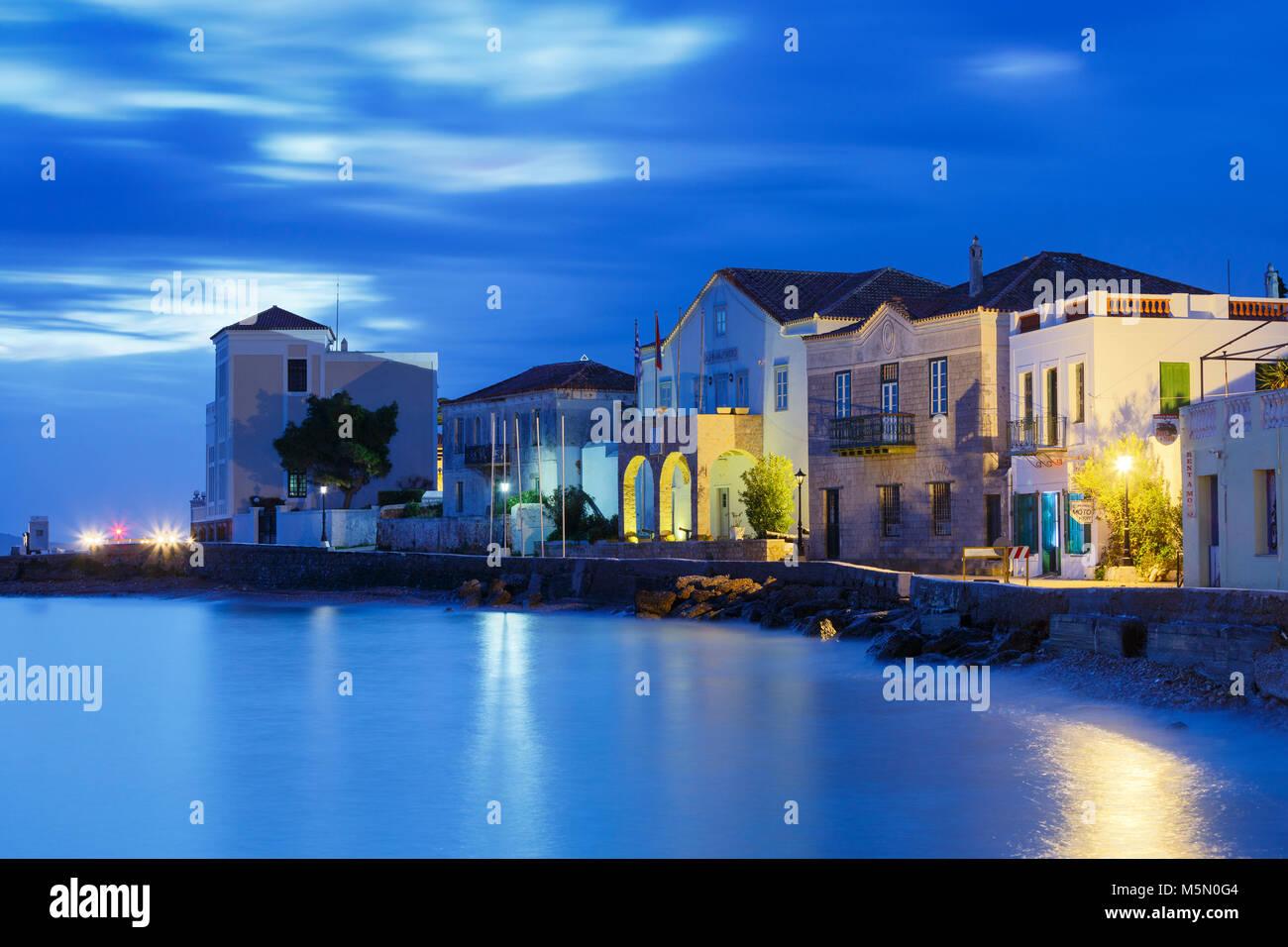 Vista la mattina di Spetses Village e il suo lungomare, Grecia. Immagini Stock