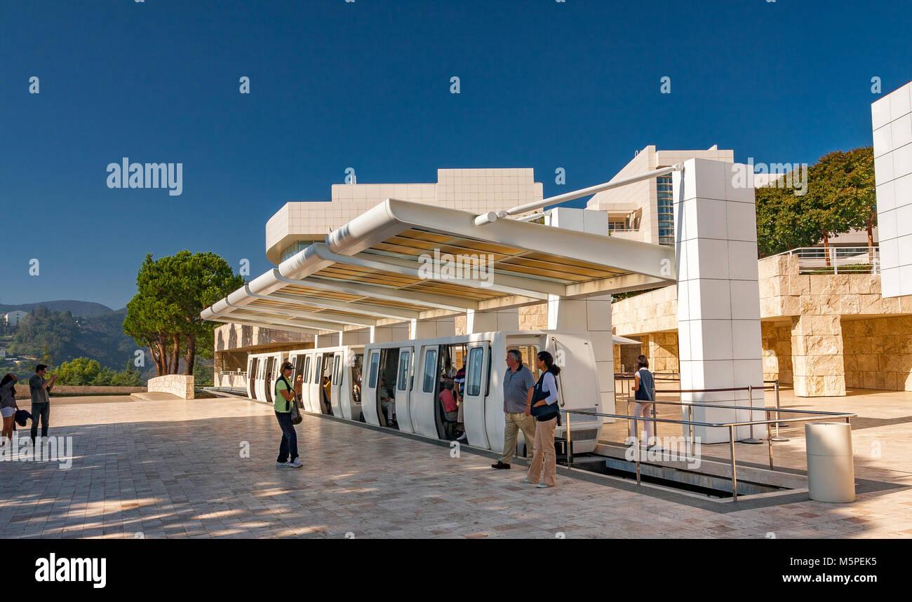 Getty Center dalla stazione del tram all'arrivo a plaza ,Brentwood, Los Angeles California Immagini Stock