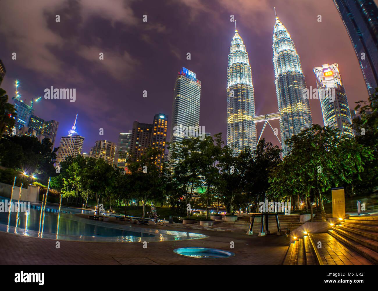Kuala Lumpur - Petronas Towers KLCC Park - Malesia Immagini Stock