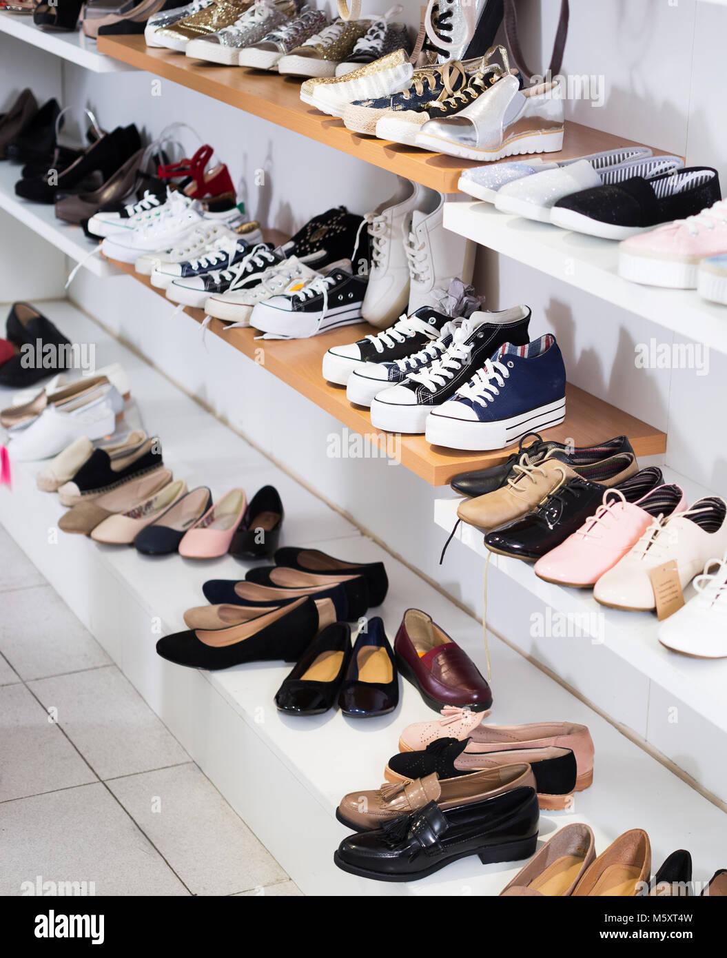 Le vetrine del negozio | Grimandi calzature shop