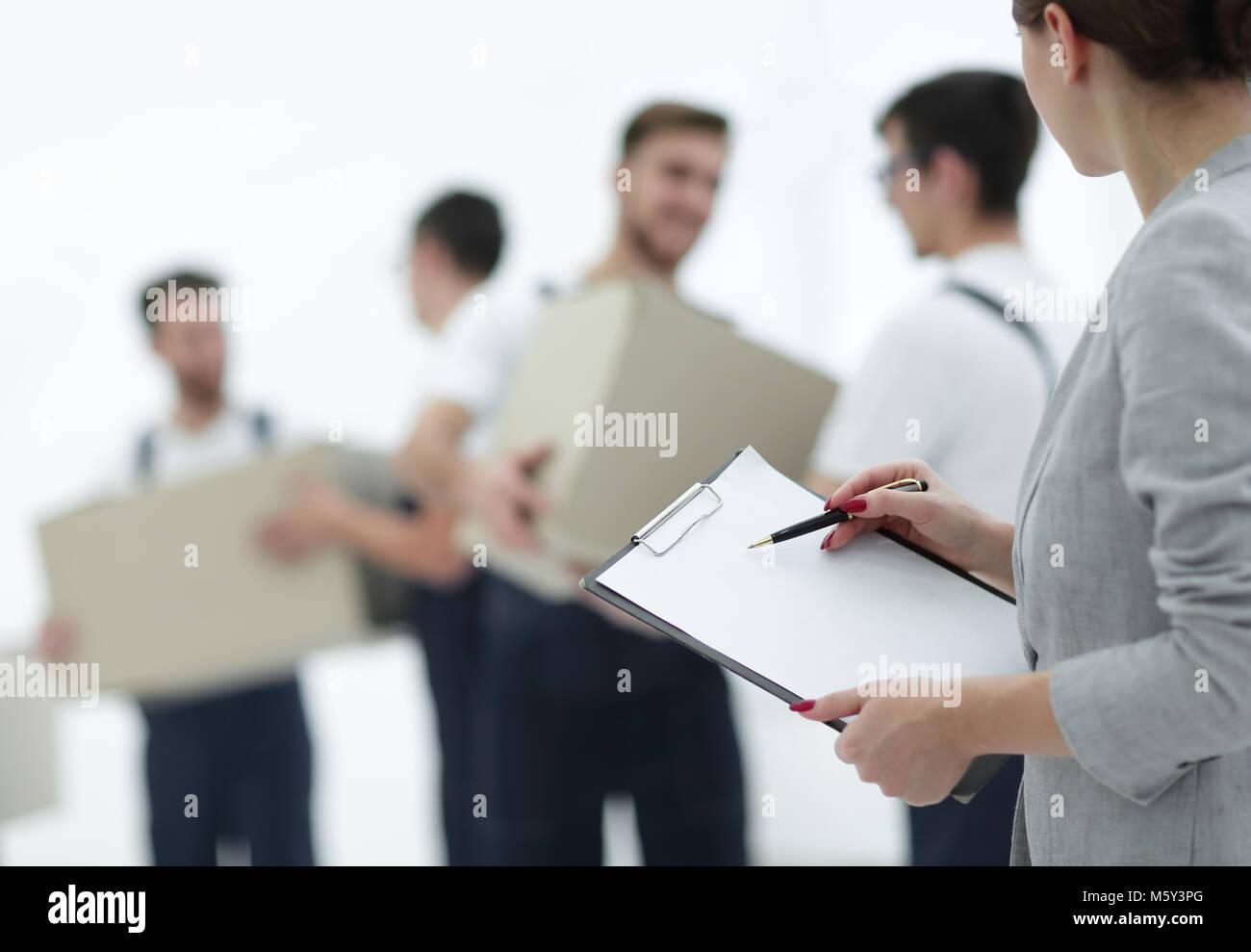 Un team di professionisti impegnati nel trasporto merci, Immagini Stock