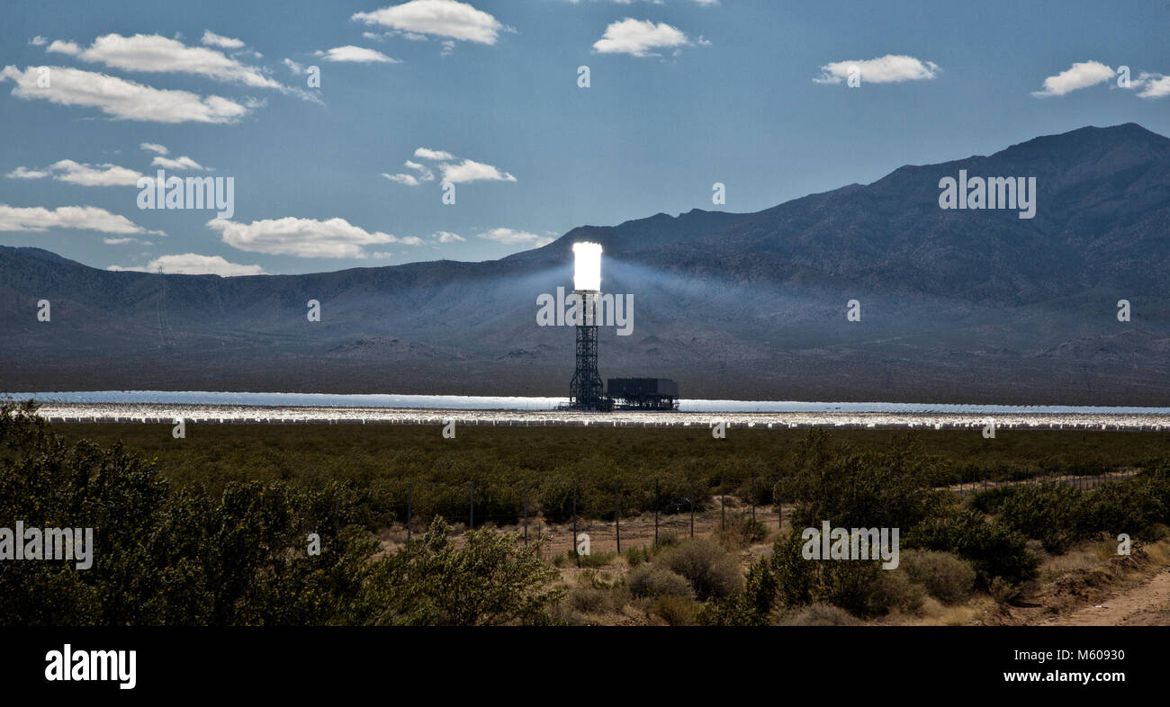 Viste di Ivanpah Solar Power Facility in Nevada Immagini Stock