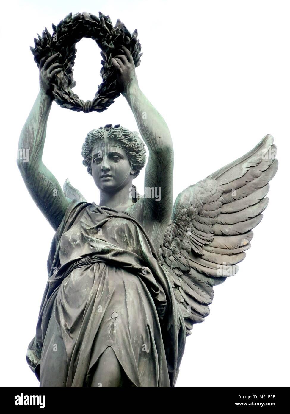 d44f9b183 Statua di bronzo di Victoria, dea romana della vittoria, dopo la vittoria  monumento 'Siegesdenkmal' a Friburgo (Germania). | Utilizzo di tutto il  mondo