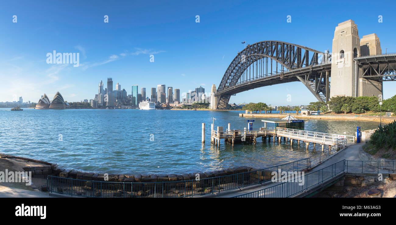 Il Ponte del Porto di Sydney e lo skyline di Sydney, Nuovo Galles del Sud, Australia Immagini Stock