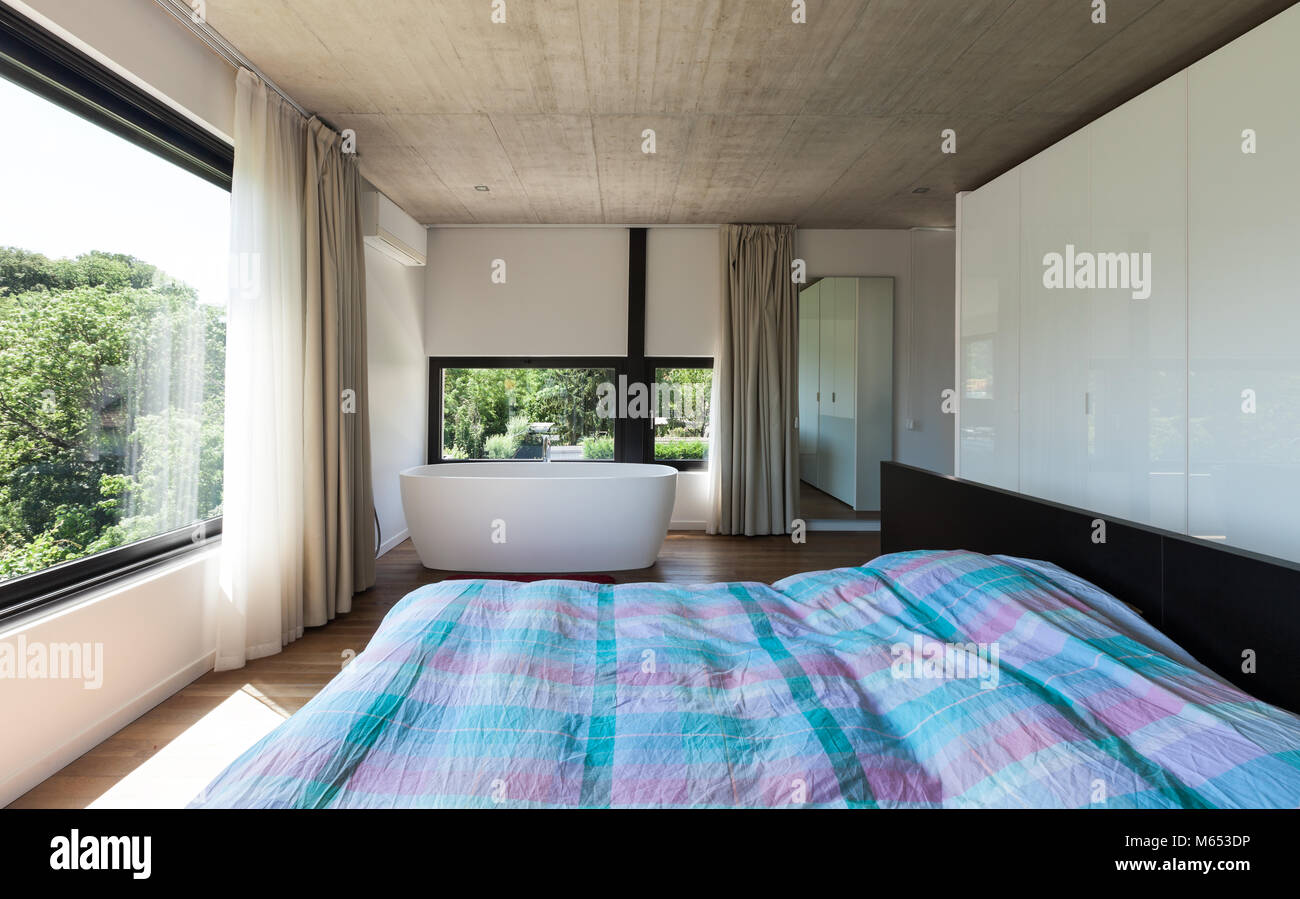 Moderna villa, interno, camera da letto con vasca da bagno ...