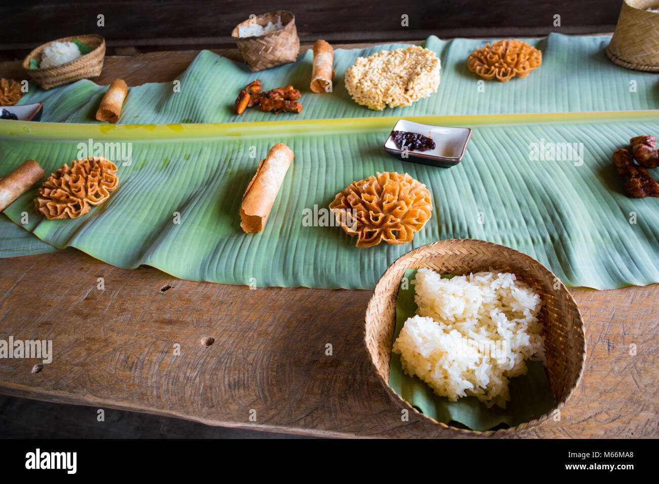 """Il Laos di riso appiccicoso (chiamato """"khao niaow"""") preparati in molti modi deliziosi. Presso il living Immagini Stock"""