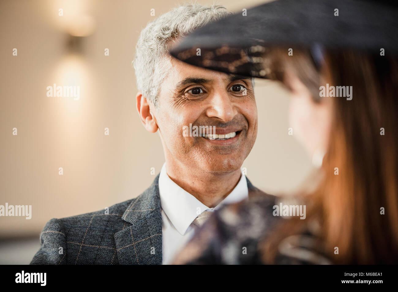 Matrimonio Con Uomo Con Figli : Uomo maturo è di avere una conversazione con la moglie a loro figlio