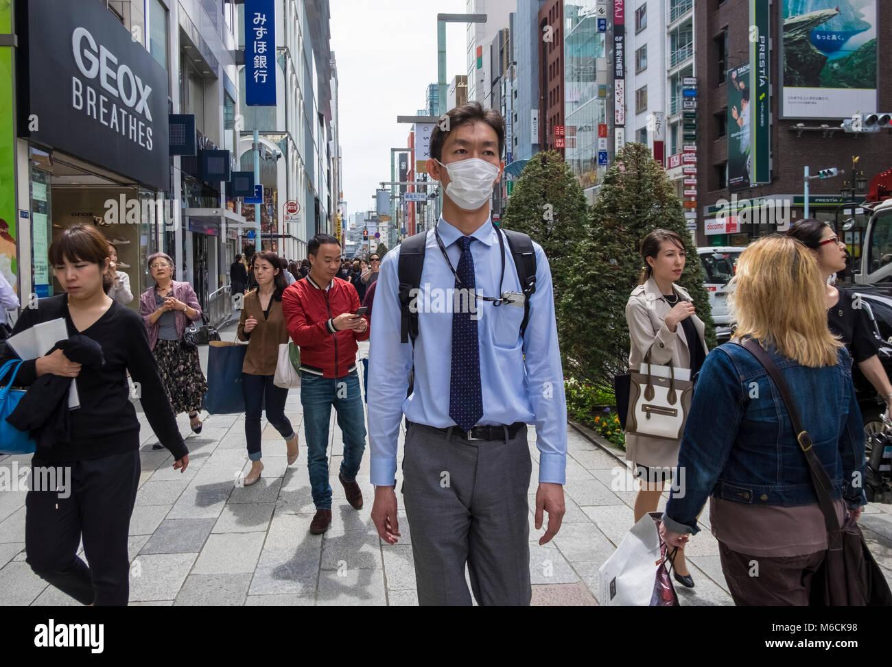 Scena di strada nel quartiere di Ginza di Tokyo, Giappone Immagini Stock