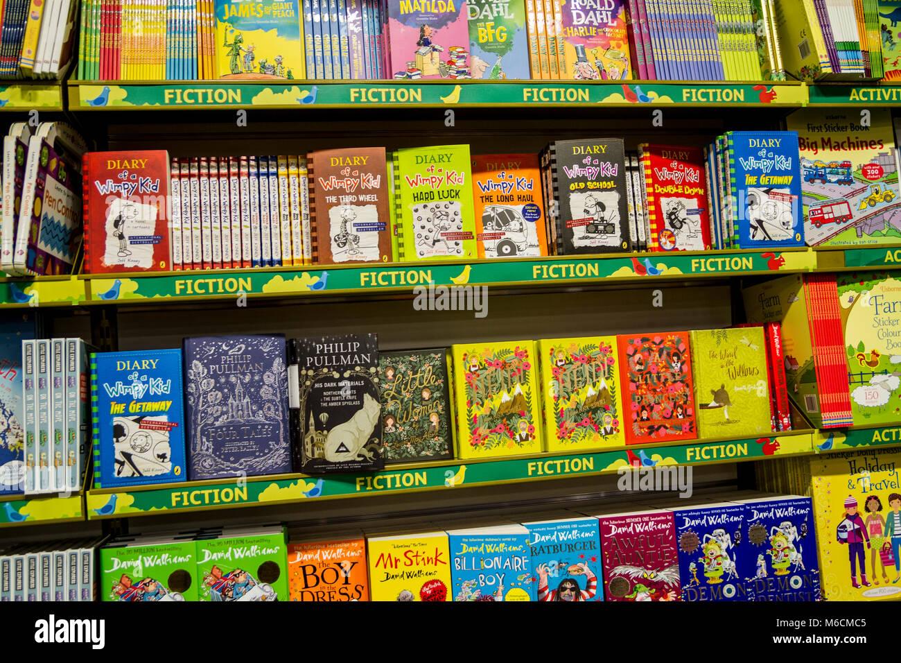 Scaffali E Librerie Per Bambini.Libri Per Bambini E Ragazzi Display Del Libro In Una Libreria Book