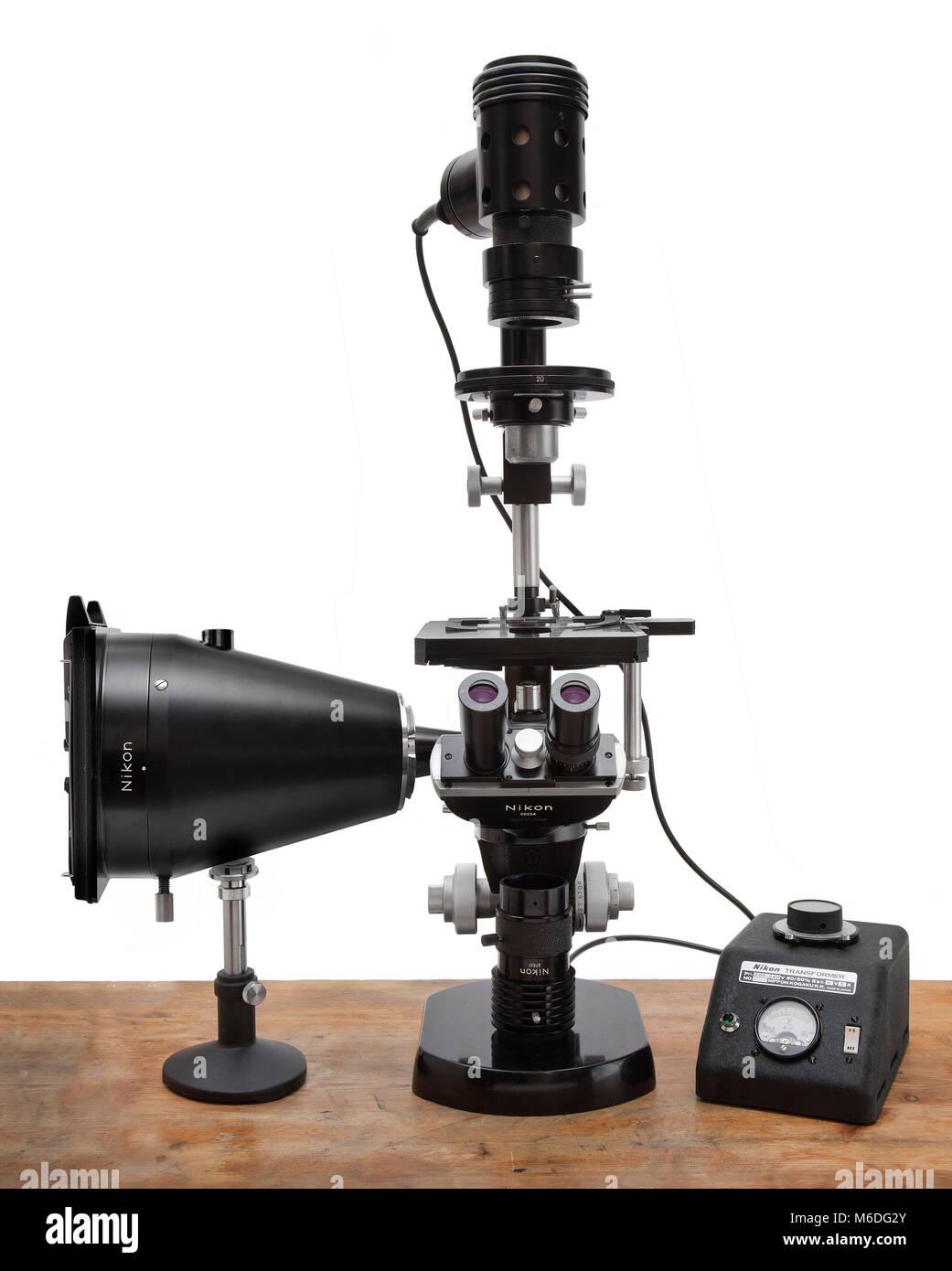 Vintage Nikon microscopio composto tipo Kt Kohler base di illuminazione Immagini Stock