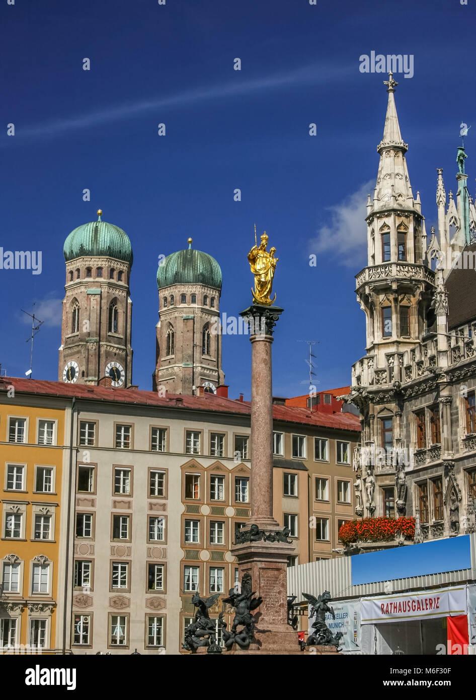Centrale di piazza Marienplatz a Monaco di Baviera Germania Immagini Stock