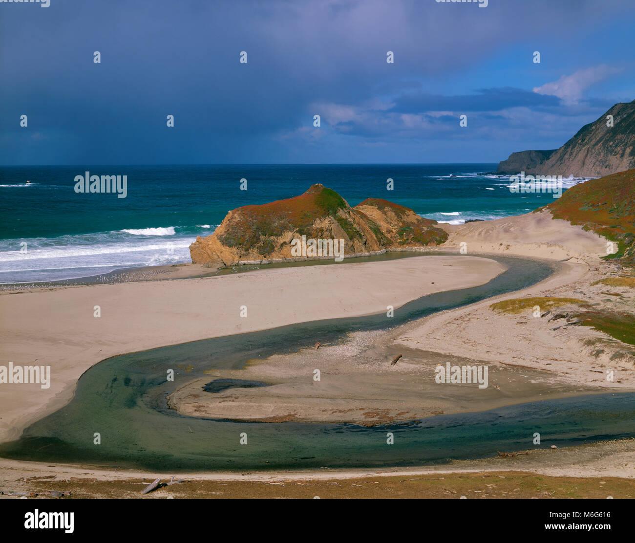 Poco Sur fiume, Big Sur, Monterey County, California Immagini Stock
