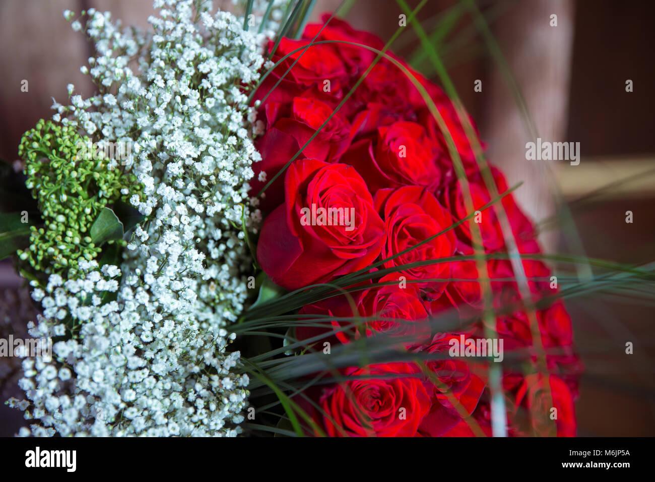 Foto Di Un Mazzo Di Fiori.Un Bouquet Di Fiori Bouquet Di Un Centinaio Di Rose Rosse Grande